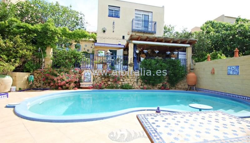villa with private pool and smart house for sale in La Nucia