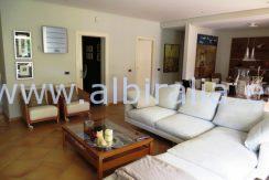 Moderne villa leies ut langsiktig sentralt i Albir