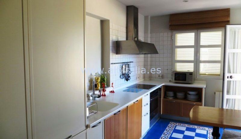 modern luxes villa for long term rent in the center of Albir