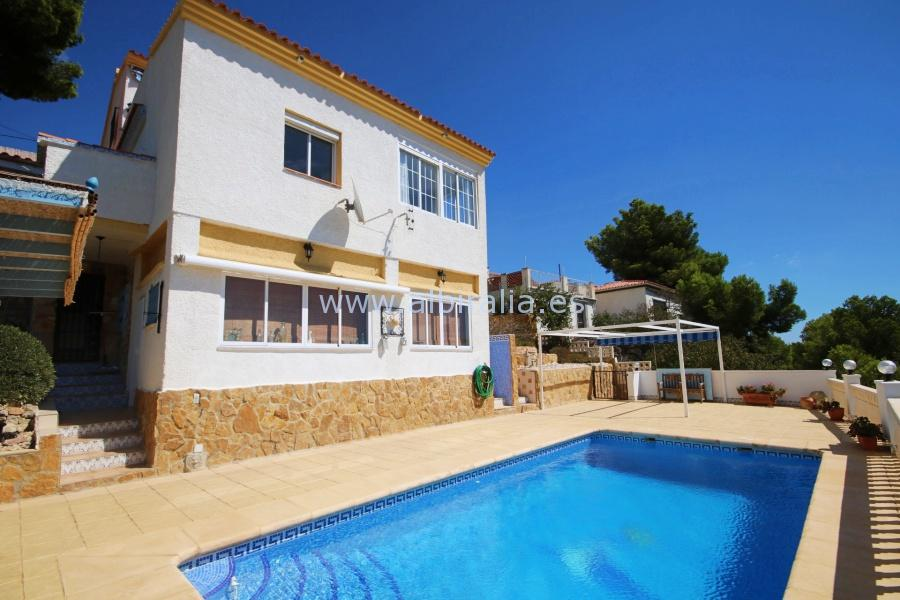 Villa with panoramic view – V175P