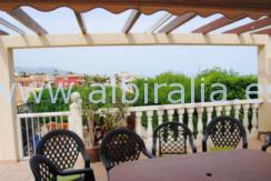 Casa adosada con vistas al mar y terreno con piscina se vende en Alicante Costa Blanca