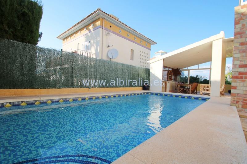 Independent villa close to the center in Albir I V183