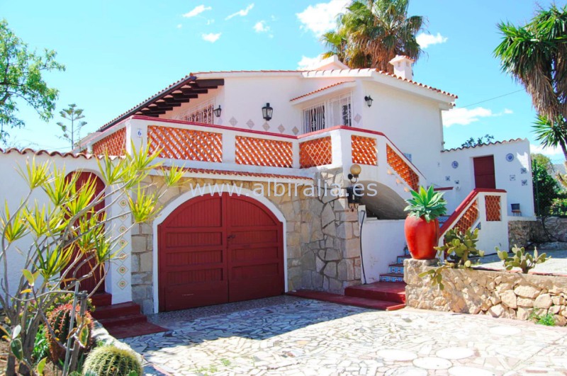 Villa with sea view (needs renovation) I V189P