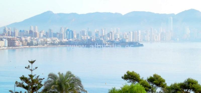 Apartment with 3 bedrooms and sea view for sale by the Poniente beach in Benidorm