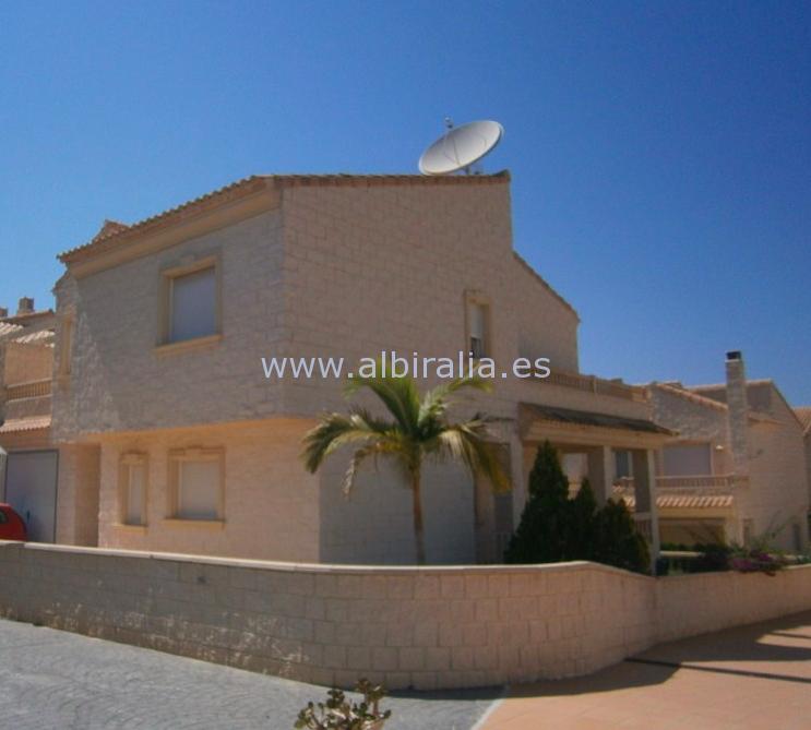Semi-detached corner villa in Albir I V195P
