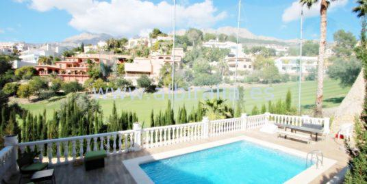 Villa in Golf Don Cayo in Altea I V202