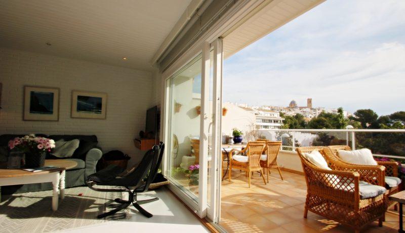 Sea view top floor apartment atico