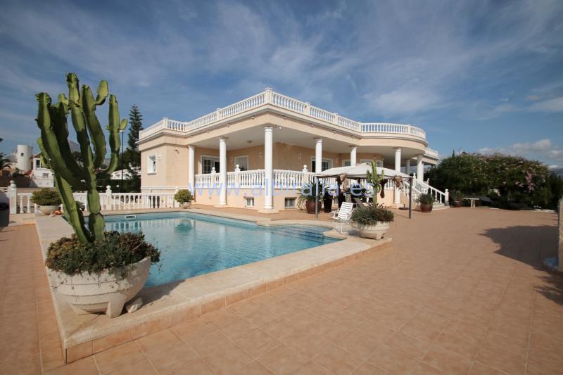 Confortable and spacious villa I V237