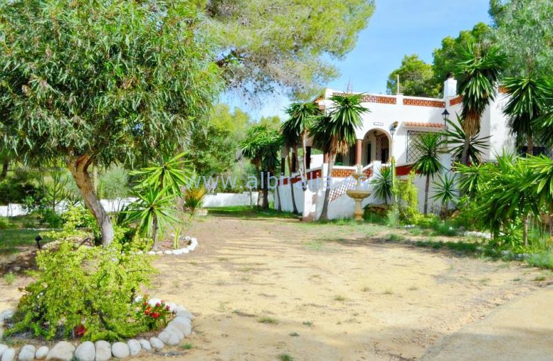Finca Country house for sale in Albir I V242