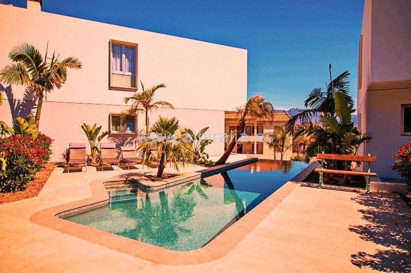 Modern villa with sea view and 4 bedrooms for rent in Albir I V303